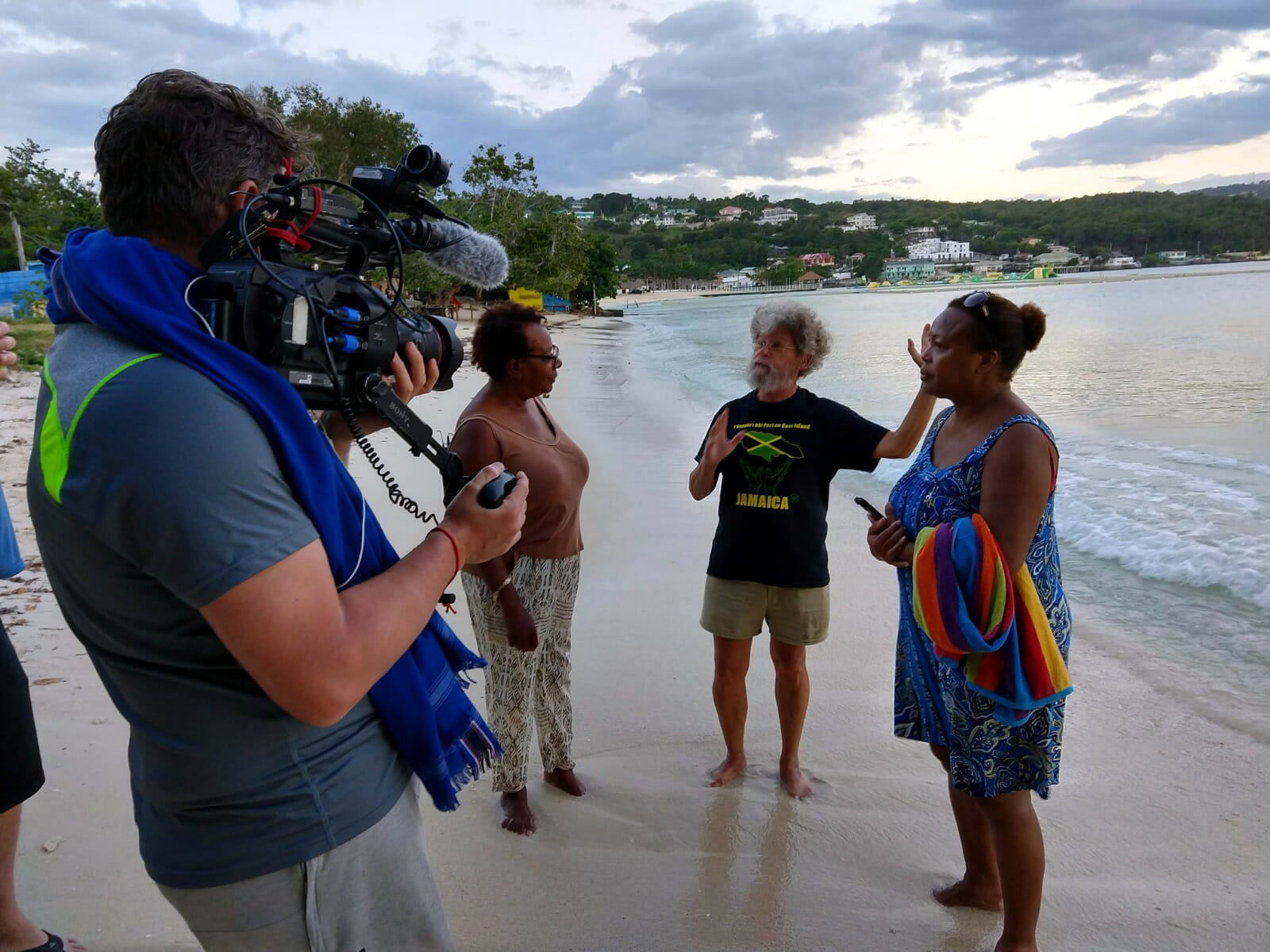 Goreau discussing dolphin pen pollution issues with local residents in Discovery Bay